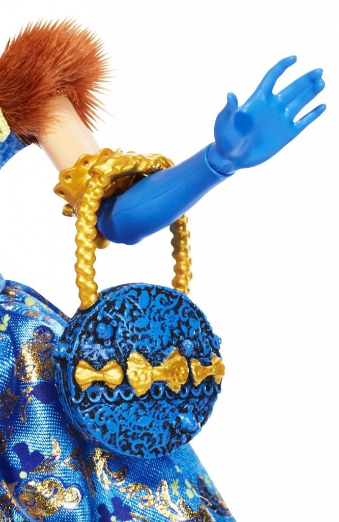 blondie-lockes-thronecoming-doll-purse